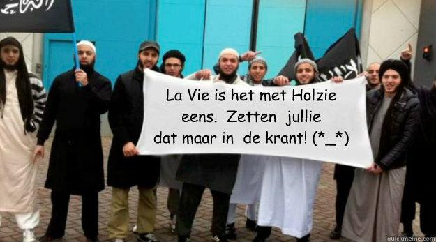 La Vie is het met Holzie eens.  Zetten  jullie dat maar in  de krant! (*_*) - La Vie is het met Holzie eens.  Zetten  jullie dat maar in  de krant! (*_*)  Sharia4captioncontests